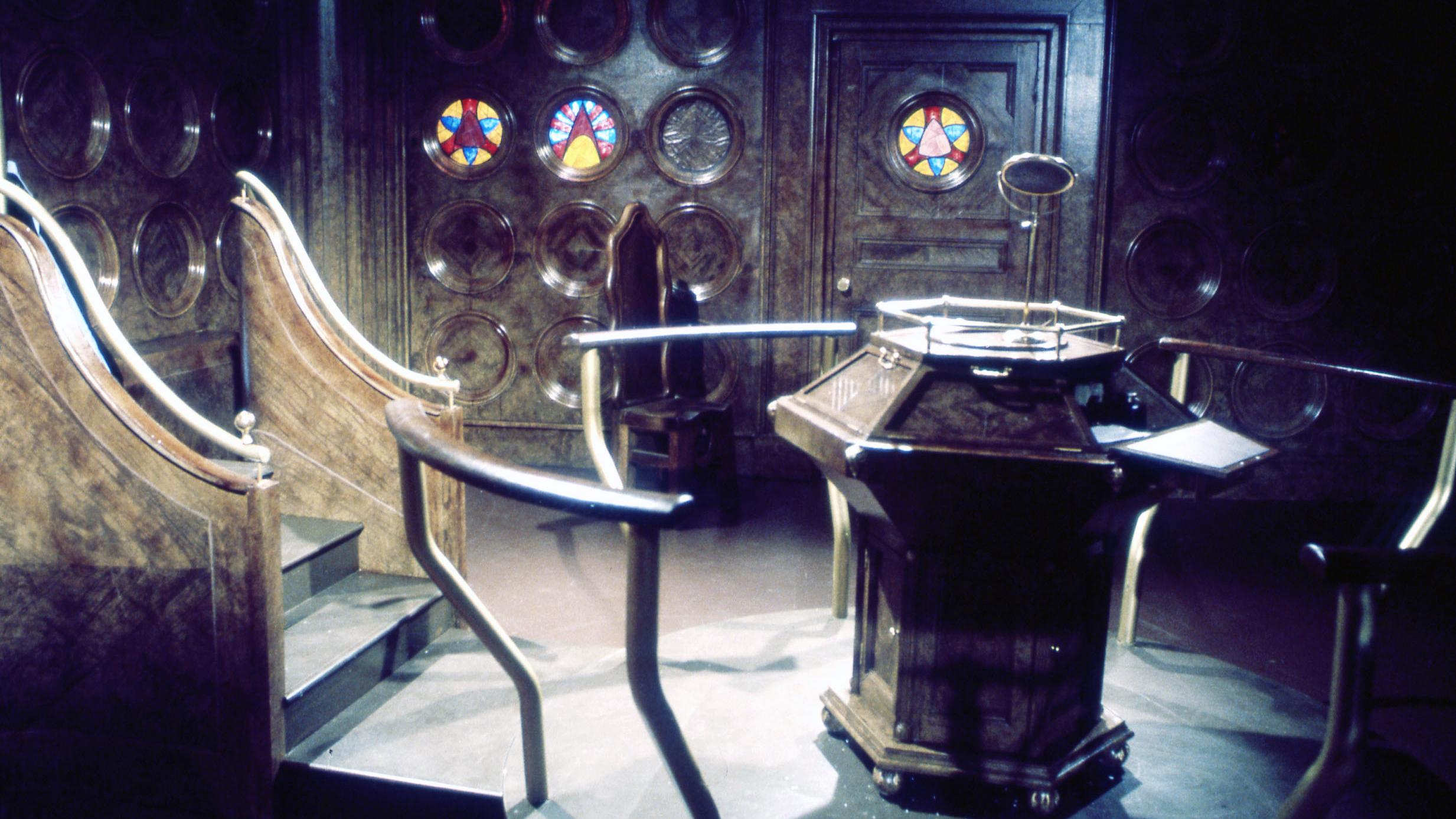 Escenario para la serie de televisión Doctor Who. Masque of Mandragora Tardis 2 (1976). Imagen: BBC TV.