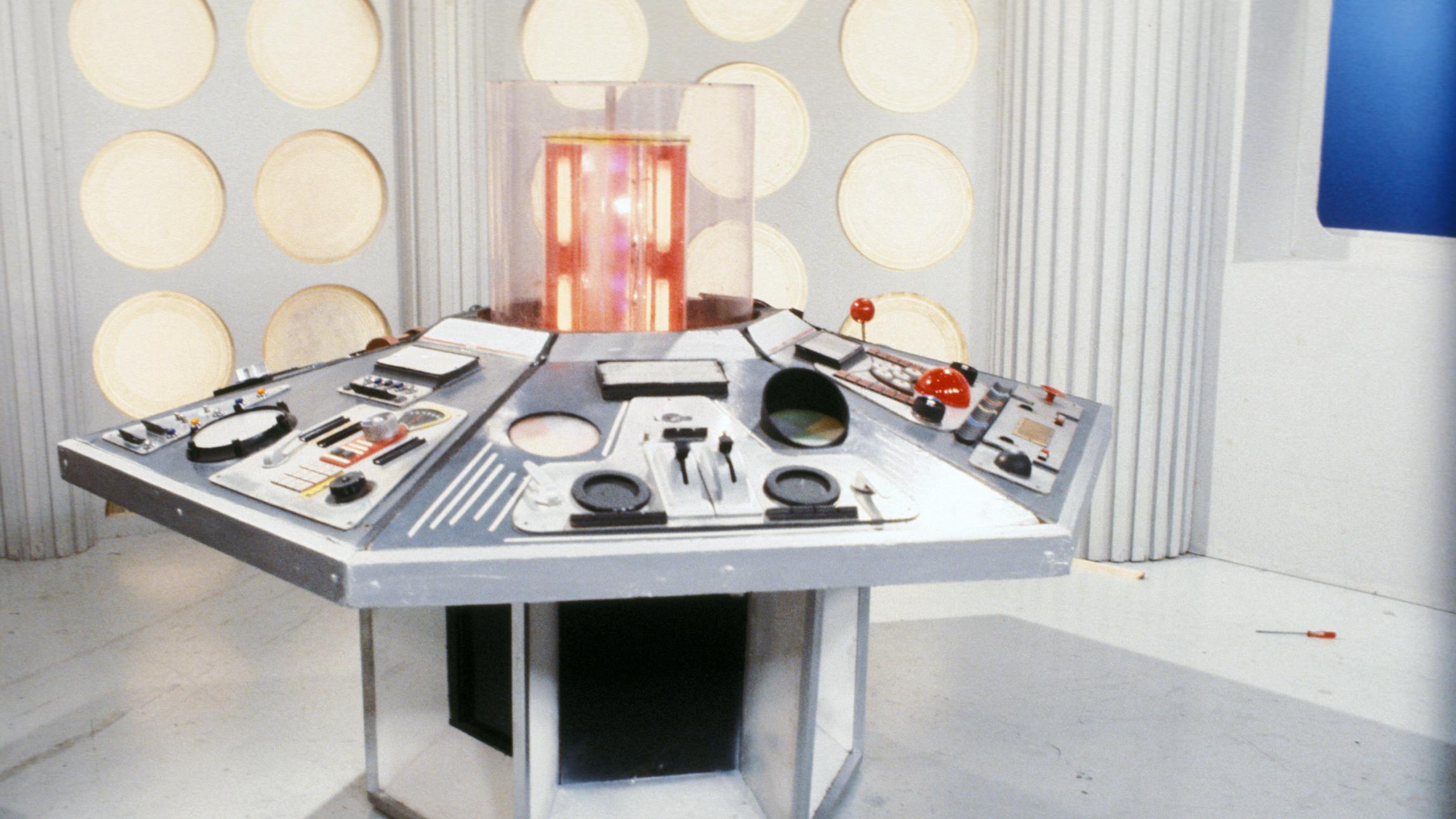 Escenario para la serie de televisión Doctor Who. Masque of Mandragora Tardis (1980). Imagen: BBC TV.